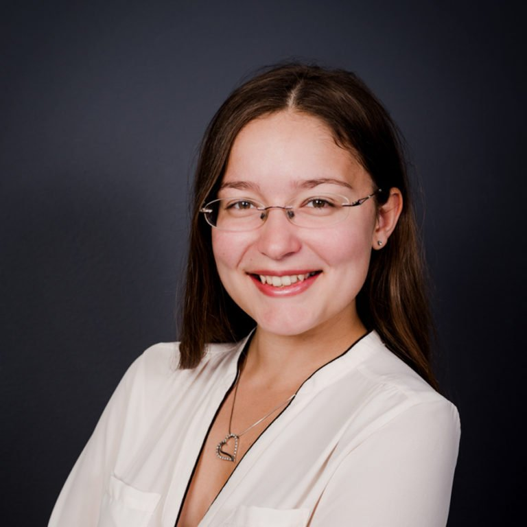 Miriam blitzt Miriam Mehlman Fotografie Business Portrait